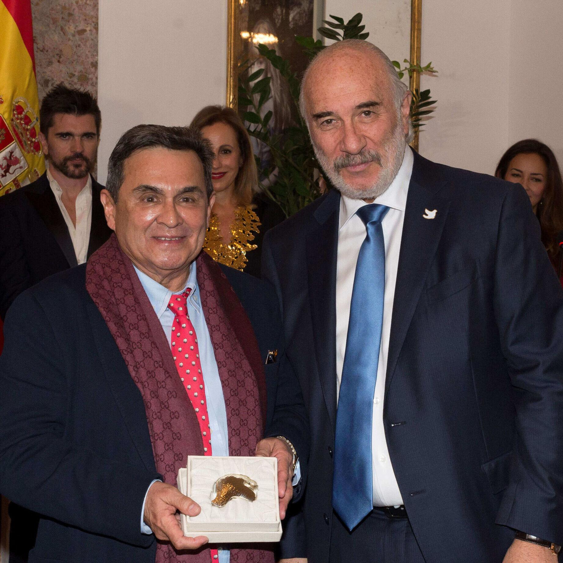 Dr Serrano reconocido por Embajada de Colombia en Madrid